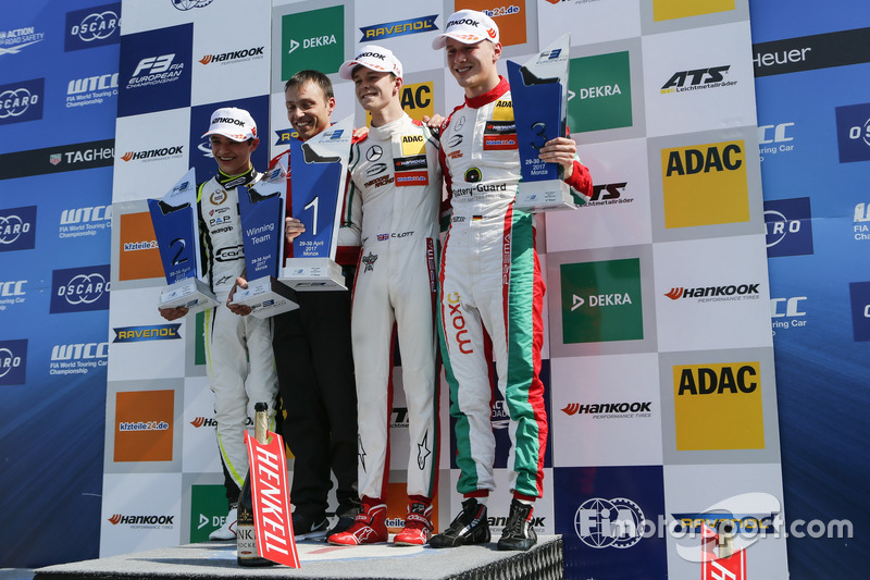 Подіум: переможець Каллум Ілотт (Prema Powerteam, Dallara F317 - Mercedes-Benz), другий призер Ландо Норріс (Carlin Dallara F317 - Volkswagen), третій призер Максиміліан Гюнтер (Prema Powerteam Dallara F317 - Mercedes-Benz)