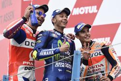 Podyum: 2. Danilo Petrucci, Pramac Racing, 1. Valentino Rossi, Yamaha Factory Racing, 3. Marc Marquez, Repsol Honda Team