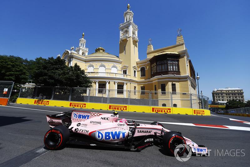 Mas não foi o que aconteceu. Na corrida seguinte, no Azerbaijão, os dois pilotos novamente se envolveram em polêmica, desta vez envolvendo um toque que danificou os carros.