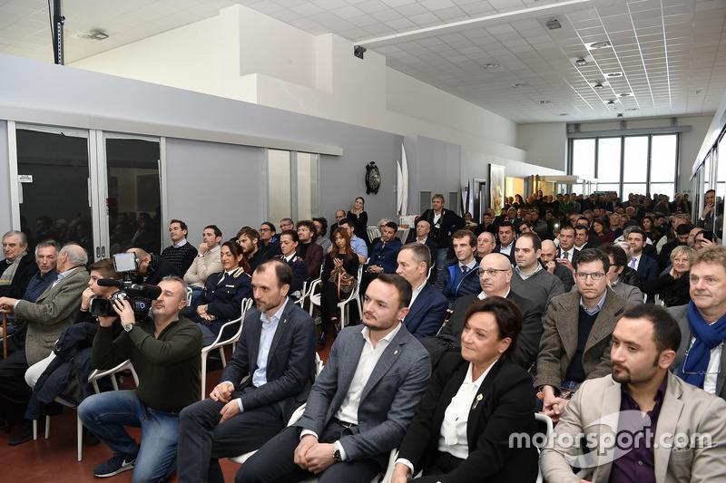 Los medios de comunicación e invitados en la presentación del Gresini Racing Team