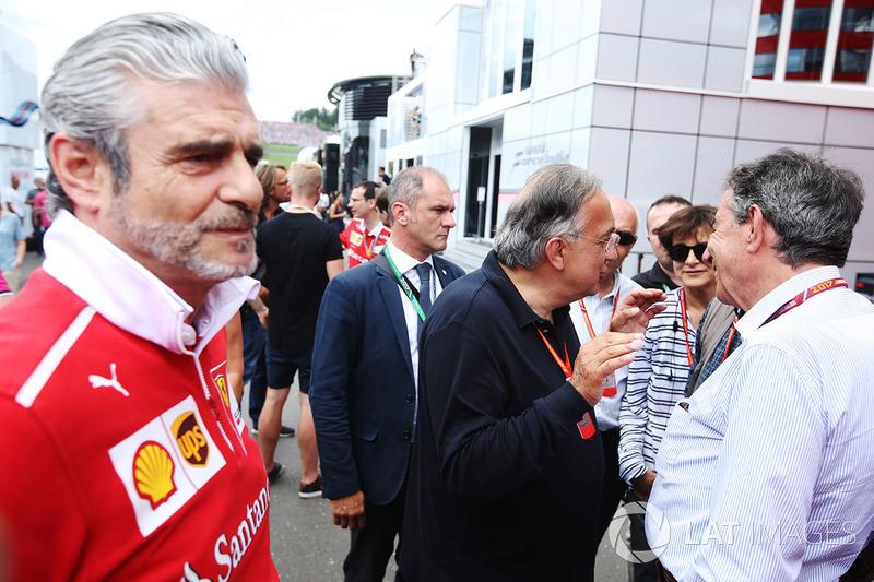 Керівник команди Ferrari Мауріціо Аррівабене, президент Ferrari Серджіо Маркіонне
