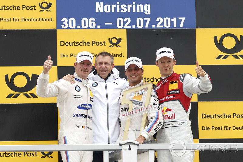 Подіум: переможець Бруно Спенглер, BMW Team RBM, BMW M4 DTM, друге місце Мартин Мартен, BMW Team RBM, BMW M4 DTM, третє місце Маттіас Екстрьом, Audi Sport Team Abt Sportsline, Audi A5 DTM, Барт Мампей, керівник команди BMW Team RBM