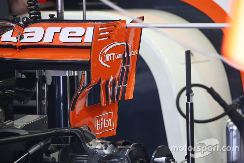 McLaren MCL32 new rear wing detail