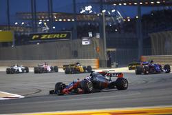 Romain Grosjean, Haas F1 Team VF-17, Carlos Sainz Jr., Scuderia Toro Rosso STR12