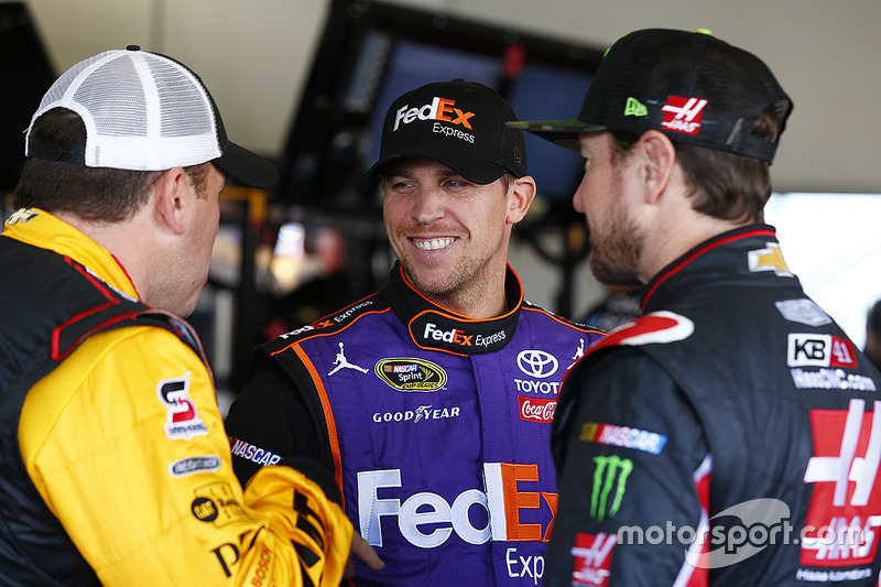 Ryan Newman, Richard Childress Racing, Chevrolet; Denny Hamlin, Joe Gibbs Racing, Toyota; Kurt Busch