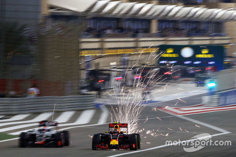 Romain Grosjean, Haas F1 Team VF-16 and Daniil Kvyat, Red Bull Racing RB12 send sparks flying