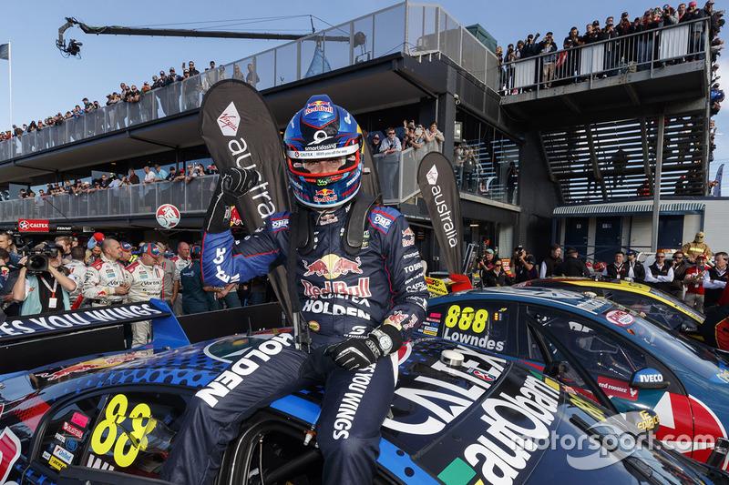 Race winner Jamie Whincup, Triple Eight Race Engineering Holden
