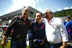 Gerhard Berger and Toyoharu Tanabe, F1 Technical Director, Honda
