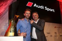 Гонщик Audi Sport Team Rosberg Рене Раст и его отец