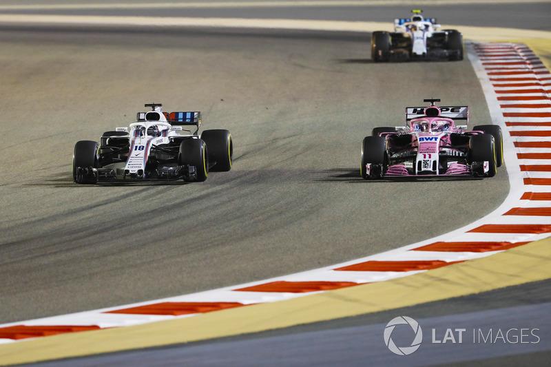 Lance Stroll, Williams FW41 Mercedes, battles with Sergio Perez, Force India VJM11 Mercedes, ahead o