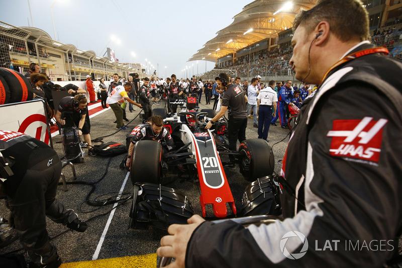 Kevin Magnussen, Haas F1 Team VF-18 Ferrari, on the grid