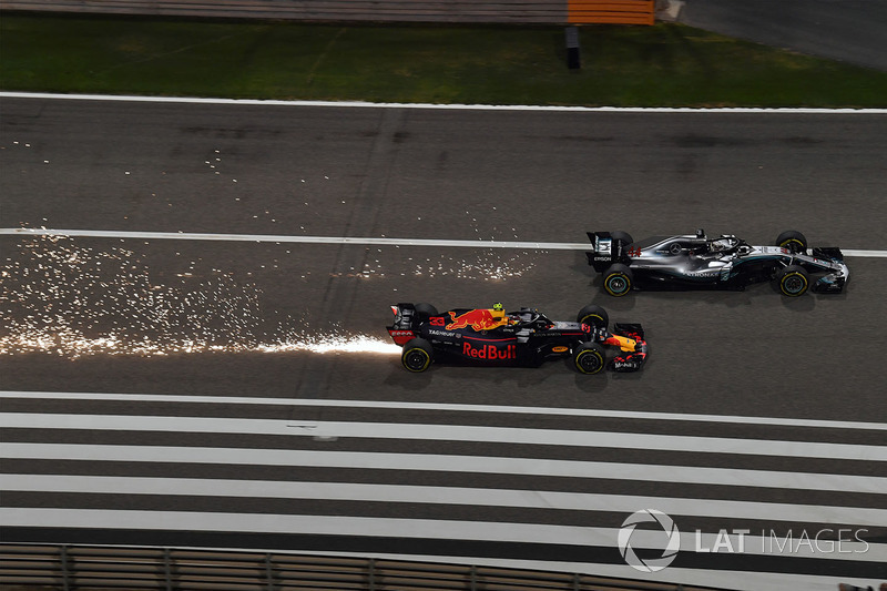 Max Verstappen, Red Bull Racing RB14 vs Lewis Hamilton, Mercedes-AMG F1 W09 EQ Power battle