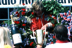 Ganador de la carrera James Hunt, McLaren