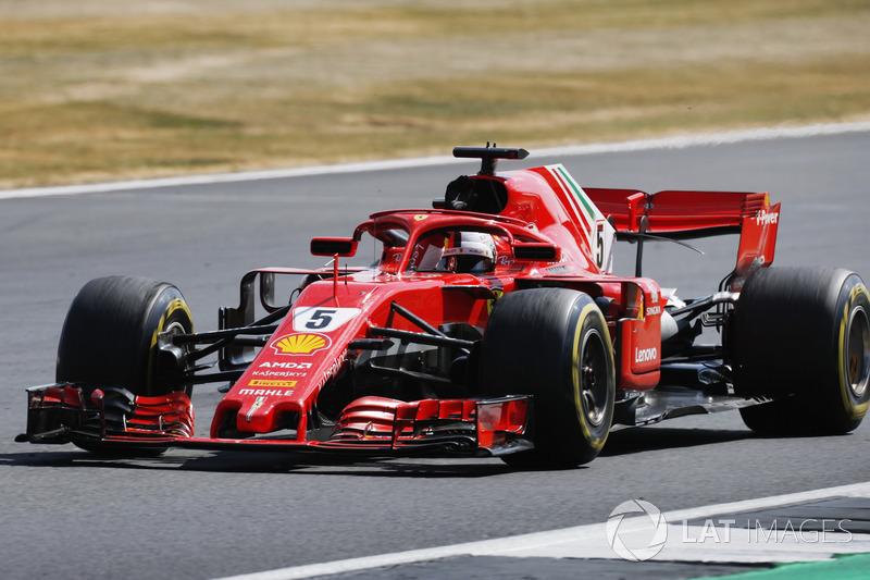 Sebastian Vettel, Ferrari SF71H, saluta il pubblico dopo aver vinto la gara