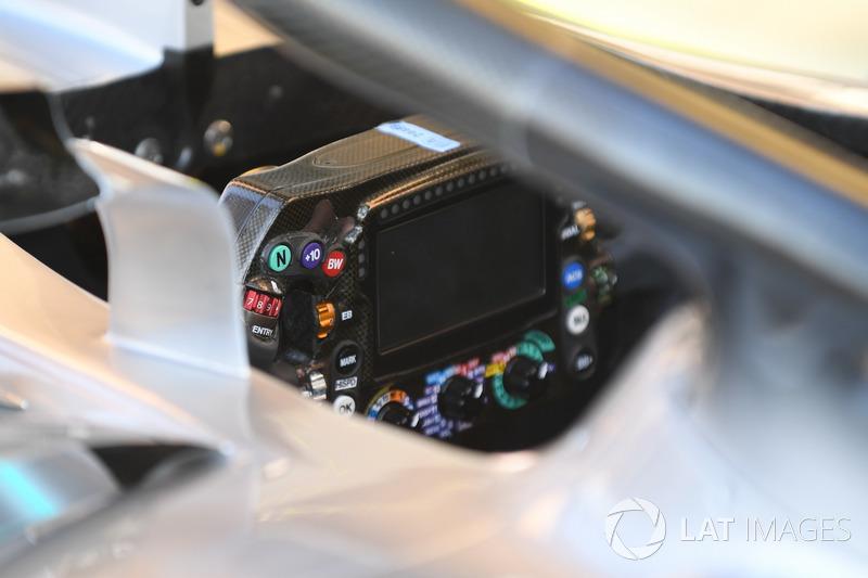 Mercedes-AMG F1 W09, volante