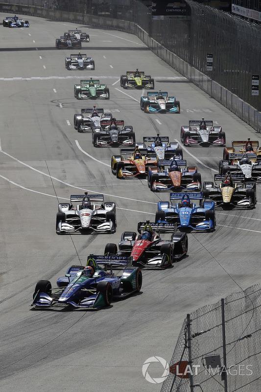 Alexander Rossi, Andretti Autosport Honda leads at the green flag start