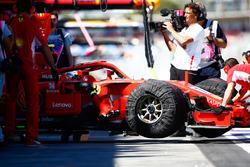 Kimi Raikkonen, Ferrari SF71H, rentre dans son stand