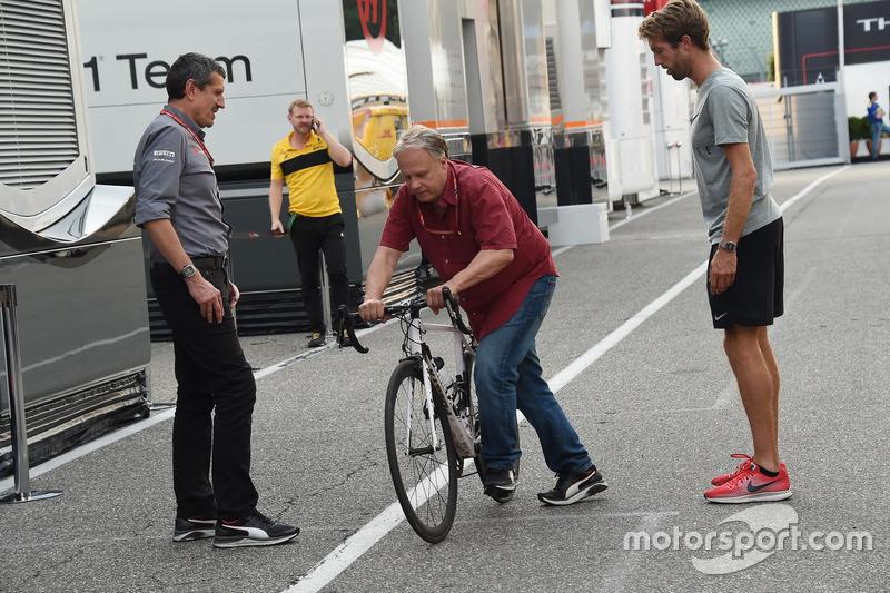 Gene Haas, Pemilik Haas F1 Team bersepeda