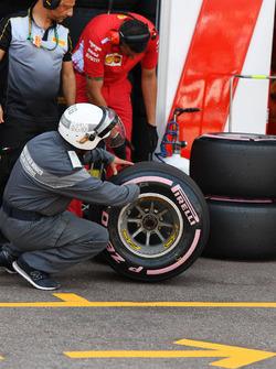 Инженеры Ferrari и Pirelli