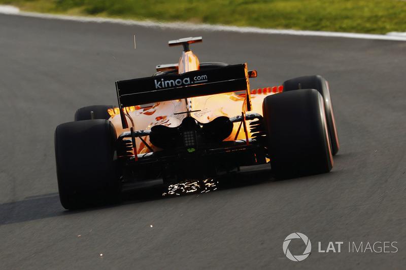 Stoffel Vandoorne, McLaren MCL33, solleva scintille