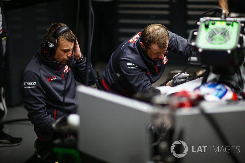Haas F1 engineers at work in the garage