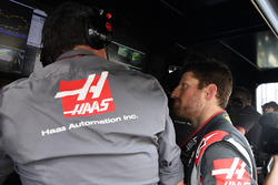 Race retiree Romain Grosjean, Haas F1 Team and Guenther Steiner, Team Prinicipal, Haas F1 Team