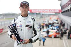 Ganador de la carrera 1 Dan Lloyd, West Coast Racing VW Golf