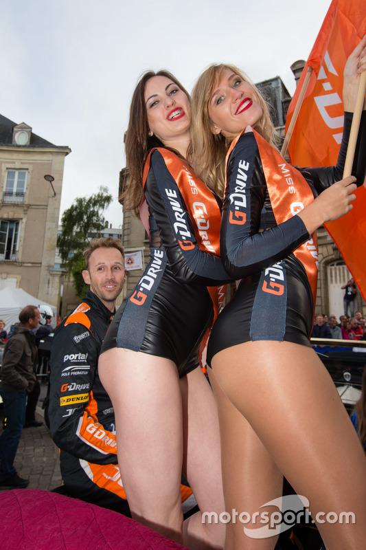 Gridgirls von G-Drive Racing