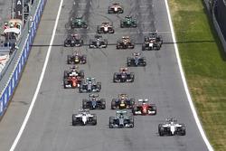 Felipe Massa, Williams FW36 leads at the start of the race