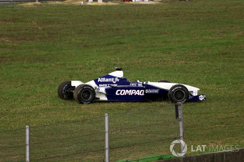 El auto dañado de Montoya después del choque con Verstappen