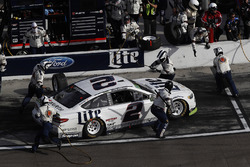 Brad Keselowski, Team Penske Ford, pit stop