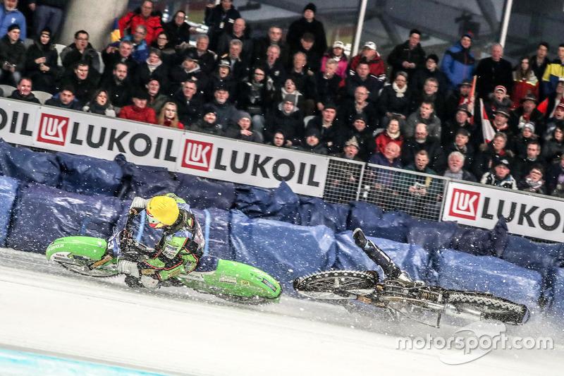 Главное открытие сезона Мартин Хаарахилтунен начал неудачно: сначала швед проиграл Харальду Симону, а во втором заезде вовсе упал и остался с нулем