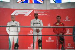 Podio: il secondo classificato Valtteri Bottas, Mercedes-AMG F1, il vincitore della gara Lewis Hamilton, Mercedes-AMG F1, il terzo classificato Kimi Raikkonen, Ferrari