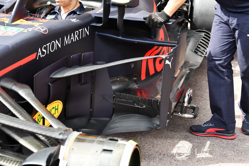 Red Bull Racing RB14 barge board