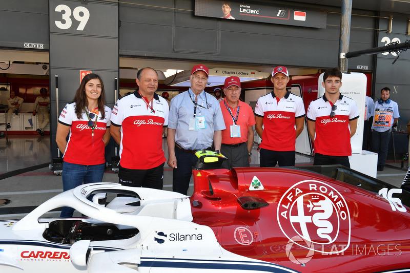 Marcus Ericsson, Sauber, Charles Ericsson, Sauber, Fred Vasseur, directeur de Sauber, Tatiana Calderon, pilote d'essais de Sauber avec Oscar Fangio, et Ruben Fangio