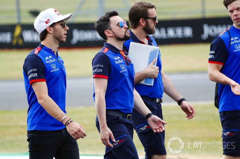 Pierre Gasly, Toro Rosso, mengitari lintasan