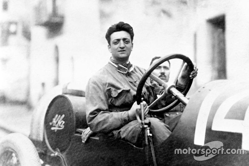 Enzo Ferrari con el mecánico Michele Conti, Alfa Romeo 20-40 HP en 1920