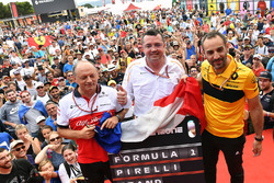 Frederic Vasseur, Sauber, Team Principal, Eric Boullier, McLaren Racing Director and Cyril Abiteboul, Renault Sport F1 Managing Director