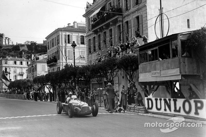 Juan Manuel Fangio (2)