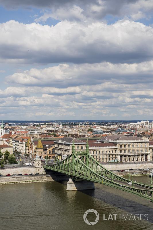Міст Свободи через річку Дунай
