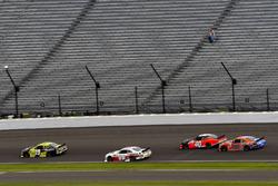 Мэтт Тиффт, Joe Gibbs Racing Toyota и Коул Кастер, Stewart-Haas Racing Ford