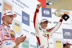 Podium: Racewinnaar Callum Ilott, Prema Powerteam, Dallara F317 - Mercedes-Benz