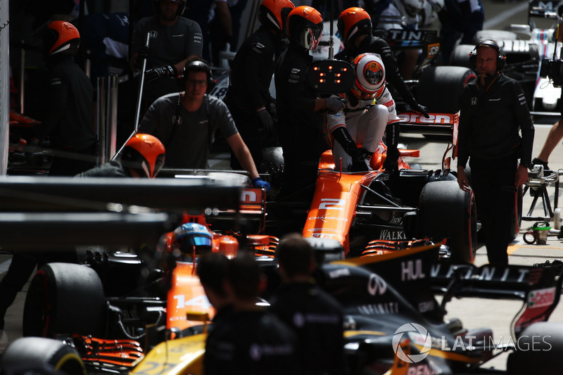Fernando Alonso, McLaren MCL32, Stoffel Vandoorne, McLaren MCL32, in the pits during practice