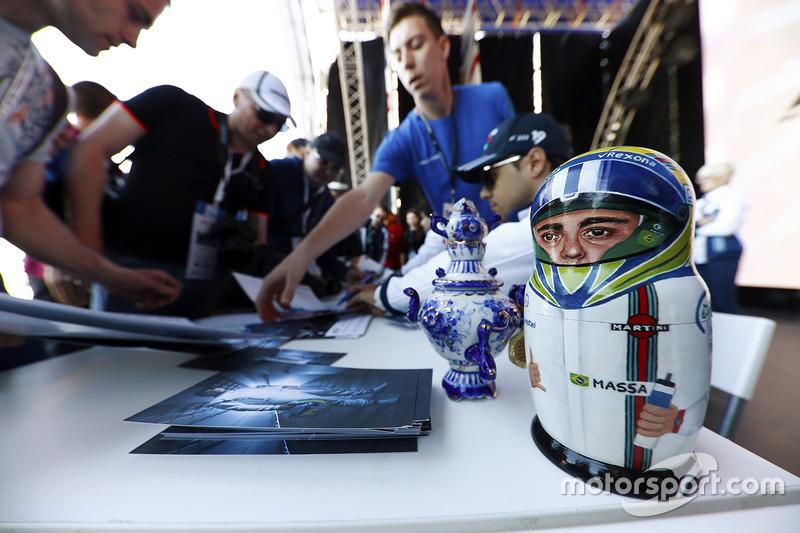 Felipe Massa, Williams, receives a matryoshka Russian doll from a fan