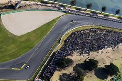Серхио Перес, Sahara Force India F1 VJM10, и Даниил Квят, Scuderia Toro Rosso STR12