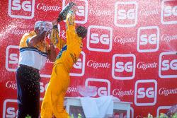 Podium : le vainqueur Michael Schumacher, Benetton, Flavio Briatore