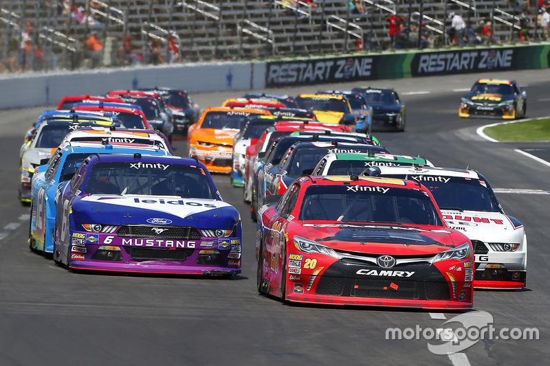 Erik Jones, Joe Gibbs Racing, Toyota; Ryan Blaney, Team Penske, Ford; Darrell Wallace Jr., Roush Fen
