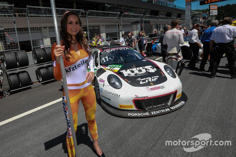 Gridgirl, #17 KÜS TEAM75 Bernhard, Porsche 911 GT3 R: Mathieu Jaminet, Michael Ammermüller