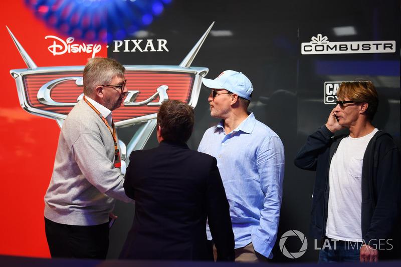 Ross Brawn, Formula One Director de Motorsports, Kate Beavan, FOM y Woody Harrelson, Actor