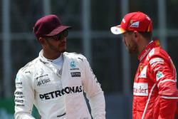Le poleman Lewis Hamilton, Mercedes AMG F1, Sebastian Vettel, Ferrari